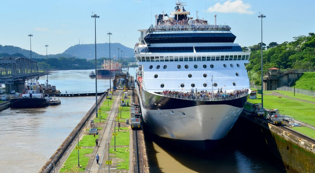 Income of Panama Canal tolls totalized nearly 2.000 million dollars